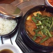 Soup Kim Chi đầy ú ụ, ăn đến cuối vẫn còn nóng.