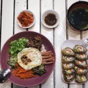 cơm trộn + kimbap + canh rong biển