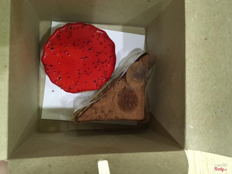 Mouse dâu và tiramisu, hơi nhỏ so với tưởng tượng nhưng chất lượng thì ok!