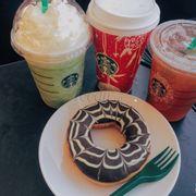 Starbucks Vincom PNT . Được cái trà đen mật ong ngon thơm vl :(