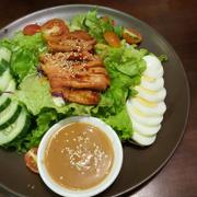 Salad ức gà BBQ