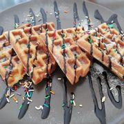 Bánh waffle sốt socola