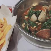 khoai tây cajun (cay) và nghêu basil