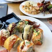 Đồ ăn ngon, đa dạng lắm. Mình đi đây cũng 2 lần rồi )) bữa này là lần đầu đi ăn hơi nhiều sushi nên no mất tiu )) món súp kem có bánh ở đây là đỉnh luôn . Mng nên thử .View nhìn từ trên cao xuống rất là đẹp nếu chọn ngồi gần cửa sổ. Sẽ quay lại thêm lần nữa để thưởng thức hết cái món ăn!