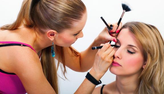 Yến Nhi Makeup Store