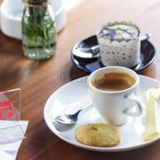 cà phê ngon tuyệt, không gian thoáng đãng, sang trọng, nhân viên thân thiện vui vẻ