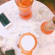 Có mỗi trà đào cam xả là ngon ạ. Còn cafe đen với cappucino nhạt lắm ạ