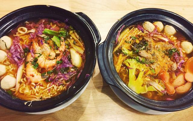 2 Chị Em - Mì Kim Chi & Mì Udon