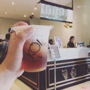Black tea macchiato và quầy order của Koi