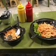 ĐỪNG BAO GIỜ ĂN SPAGHETTI Ở ĐÂY!! Bò bằm sốt cà chua tự làm chua vãi xoài k thể ăn được các bạn ạ :)) lạy chúa hãy đến Spaghetti box còn đên đây đừng bh gọi spaghetti nhé 😢 Chua k thể ăn dc đâu ý. Cơm trộn 35k thì ăn Simisi chùa láng còn ngon hơn :|