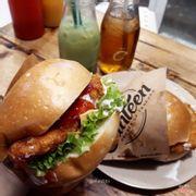 Hamburger gà phômai