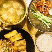 Nồi Canh đậu tương và cơm ăn kèm 170k😭. Mandu và mì lạnh