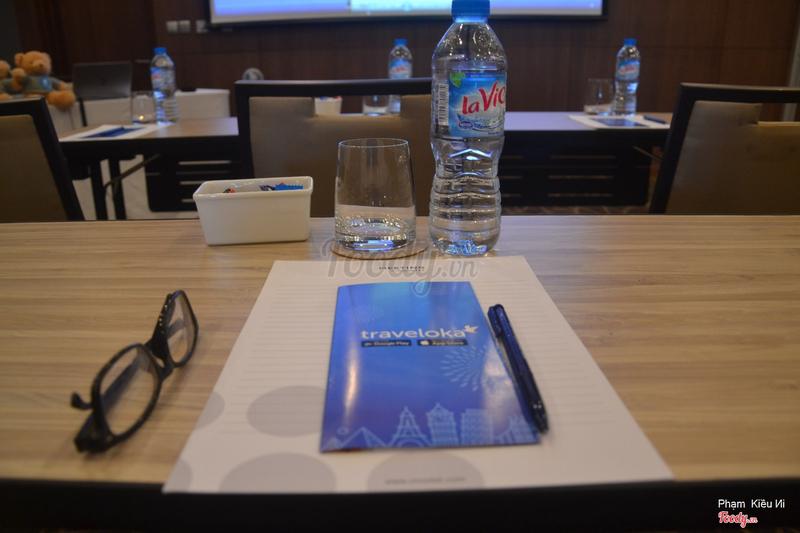 Bên trong phòng hội nghị