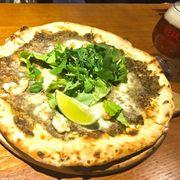 Pizza thủ công từ P4G, ăn 1 người nguyên 1 cái pizza mà không hề ngán 1 tí nào, vị ngon đến tận miếng vụn bánh cuối cùng hehehe