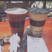 Trà sữa socola và trà xanh sữa