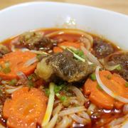 Món bò kho đặc sắc nước nấu từ nước xương bò và nước thốt nốt