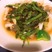 Mực xào ớt xanh, lúc đầu gọi cứ tưởng là mực hấp ăn với sốt muối tiêu xanb, ai dè ra món này. K ấn tượng lắm, mực ăn tạm được