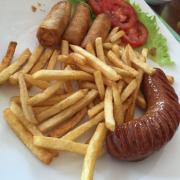 xúc xích khoai tây chiên