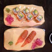 California Rolls và Sushi Cá hồi