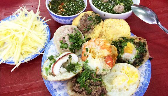 Ăn Bánh Căn Nha Trang