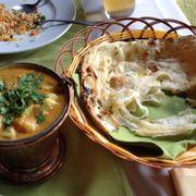 Cà ri tôm và roti paratha