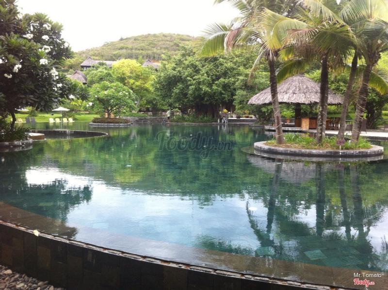 Hồ bơi vắng lặng kg ồn ào như nhg resort khác