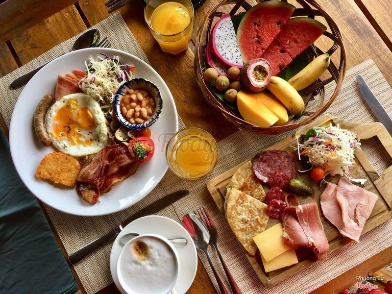 """Ăn sáng ở nhà hàng """"On the rocks"""""""
