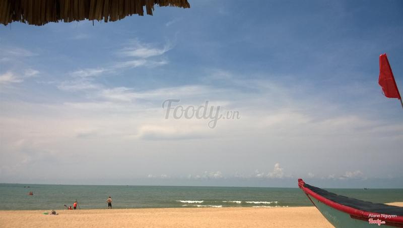 Nhìn ra biển