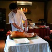 Có đầu bếp trực tiếp phục vụ bạn luôn, rất chuyên nghiệp