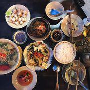 Sườn non kho xả ớt, Mực xào cần tây, Canh chua cá diêu hồng, Cà pháo mắm tôm