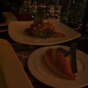 Bánh mì và salad