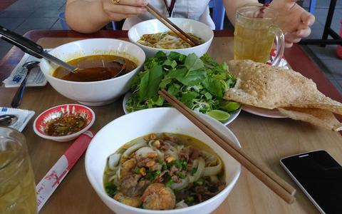 """Các quán """"Mì Quảng"""" đông khách ở Sài Gòn"""