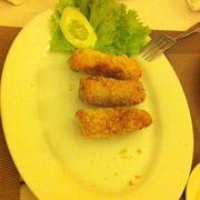 Chả giò hải sản (đang ăn thì chụp)