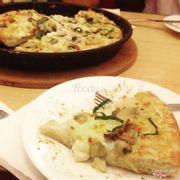Seafood Pesto Pizza w/ Crunchy Crust (Gion-Gion)