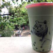 Mình mua ở chi nhánh Cao Thắng mang đến trường uống, đi 20' mà trà sữa vẫn ngọt ngon lắm