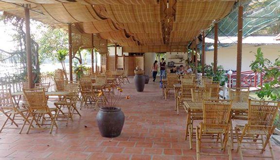 Chum Restaurant & Cafe