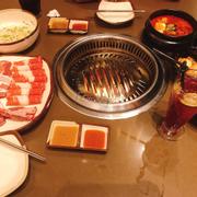 Vì mình đến muộn nên Gogi đã đóng buffet Xèo Xèo nên hơi buồn chút. Nhưng bù lại thịt tươi, ướp vừa phải, panchan ăn kèm ngon, mình thích món canh kimchi kinh khủng vì chua cay vừa phải, ăn giải ngấy sau thịt🤣