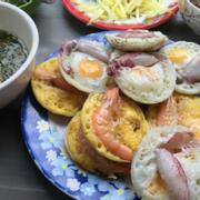 Bánh căn trứng mực tôm
