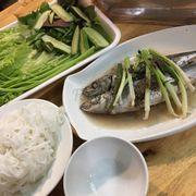 Cá nục hấp cuốn bánh tráng ko ngon. Cá tanh, cạo vảy chưa sạch ăn bị mắc họng.
