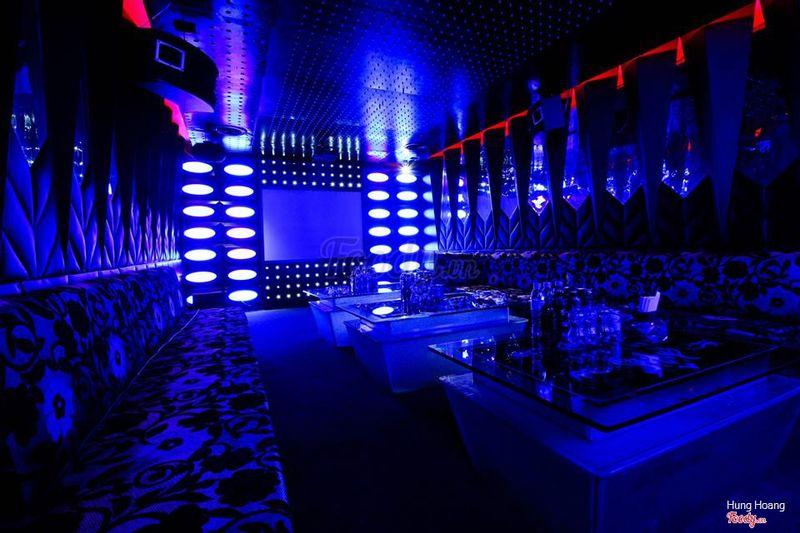 Luxurious karaoke bar