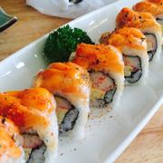 Sushi cá hồi nướng sốt cay