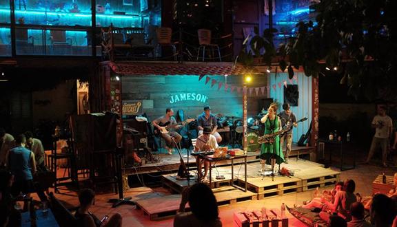 Saigon Outcast - Container & Nghệ Thuật