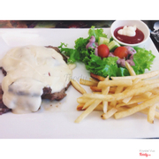 Beefsteak with cheese sauce