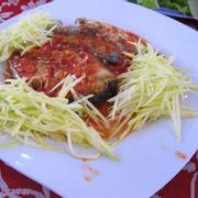 ăn cơm trưa ngày về: cá thu chiên, mực xào, canh chua cá bớp, mắm ruốc cá