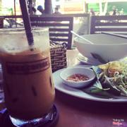 """Sáng sớm lòng vòng lòng vòng mãi cũng tìm được một nơi ăn sáng và thưởng thức cf đầy """" Sang Chảnh """".Đó chính là Iced Coffee nằm ngay trung tâm tp-Nha Trang.Các bạn hãy đến để trải nghiệm nhé !!!"""