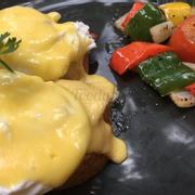 Egg benedict đây, sốt ăn siêu ngon