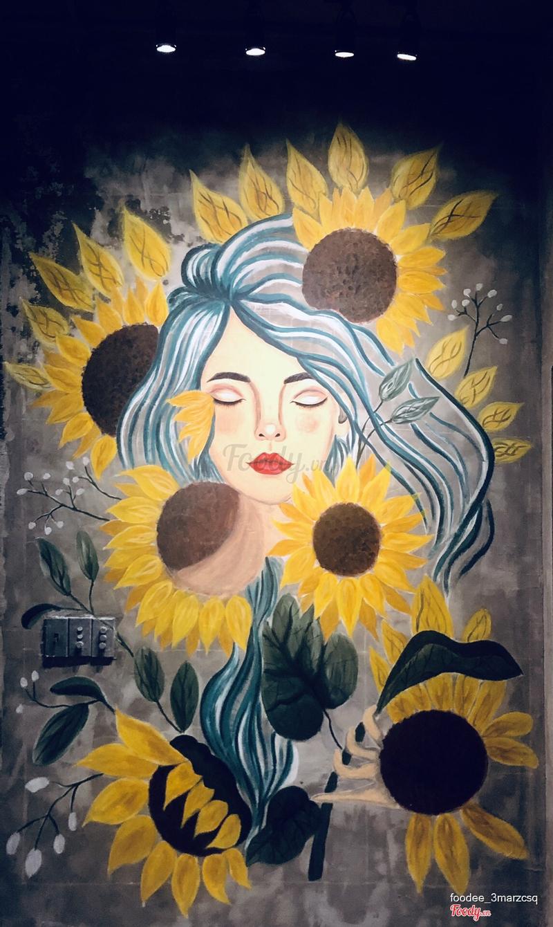 Cận cảnh bức vẽ cô gái ở bức tường