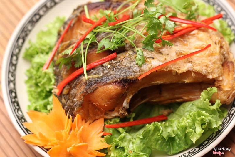 Cá chép chiên giòn, ngoài những món nướng, cá chép chiên giòn đơn giản nhưng là món nhậu rất tuyệt vời của dân nhậu