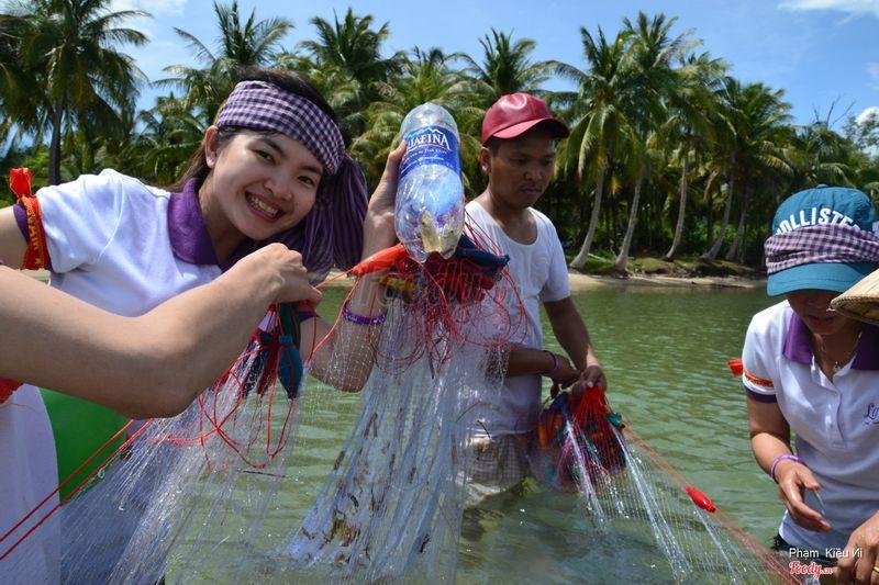 giăng lưới bắt cá