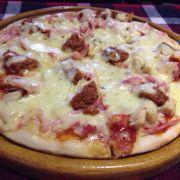 Pizza thêm cheese ngon khi ăn nóng